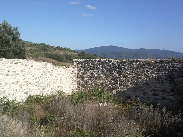 Ruderi medievali for Case di pietra del paese della collina del texas